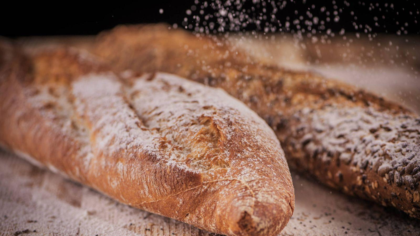 Foto: Dos panes, pero muy diferentes entre sí. (iStock)