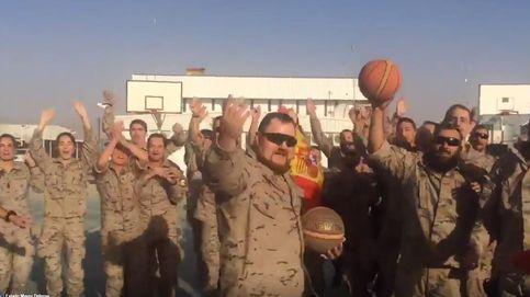 Los militares apoyan desde Afganistán a la selección española de baloncesto