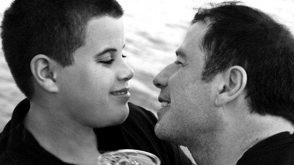 Travolta escribe una emotiva carta por el aniversario de la muerte de su hijo