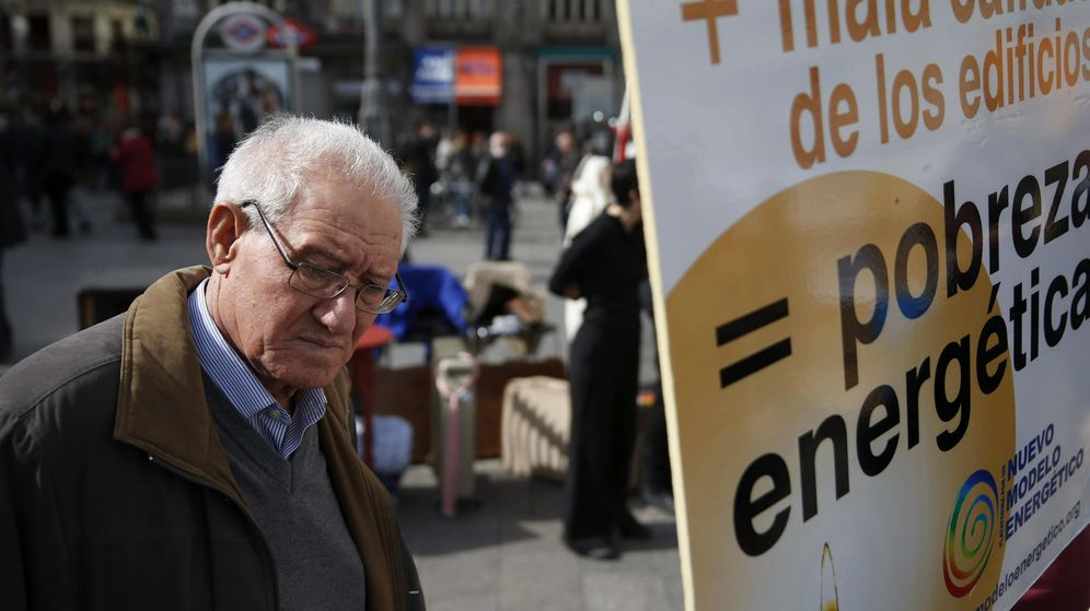 Foto: Foto de archivo de una manifestación contra la pobreza energética de Alianza contra la Pobreza y la Asociación de Ciencias Ambientales (ACA). (EFE)
