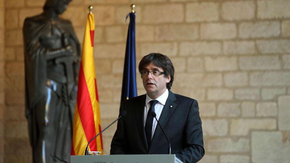 Foto: El presidente de la Generalitat, Carles Puigdemont, durante la comparecencia en el Palau. (EFE)