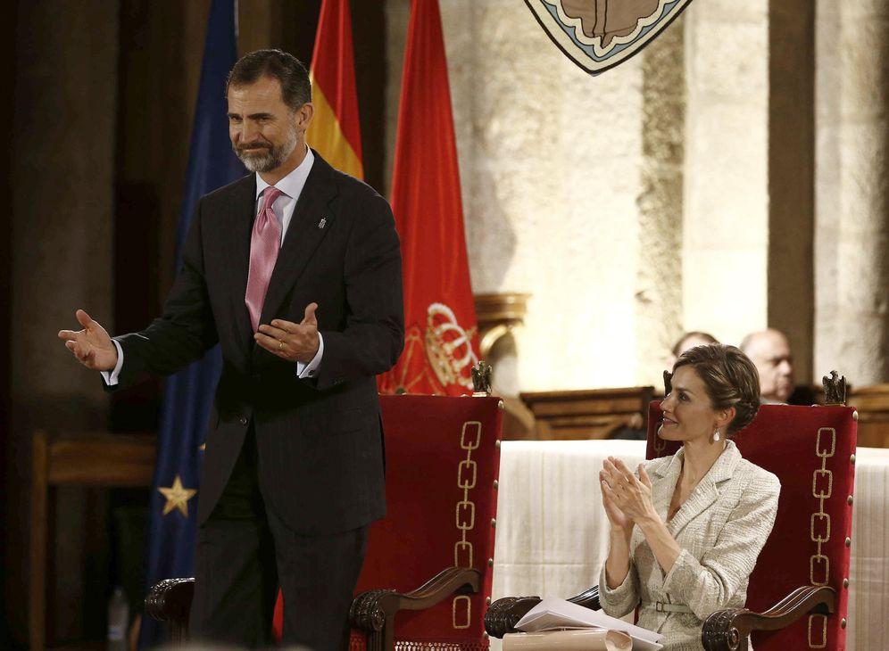 Foto: Felipe VI y la reina Letizia, durante la entrega del Príncipe de Viana de 2015, el último al que han asistido a raíz del veto de Barkos. (EFE)