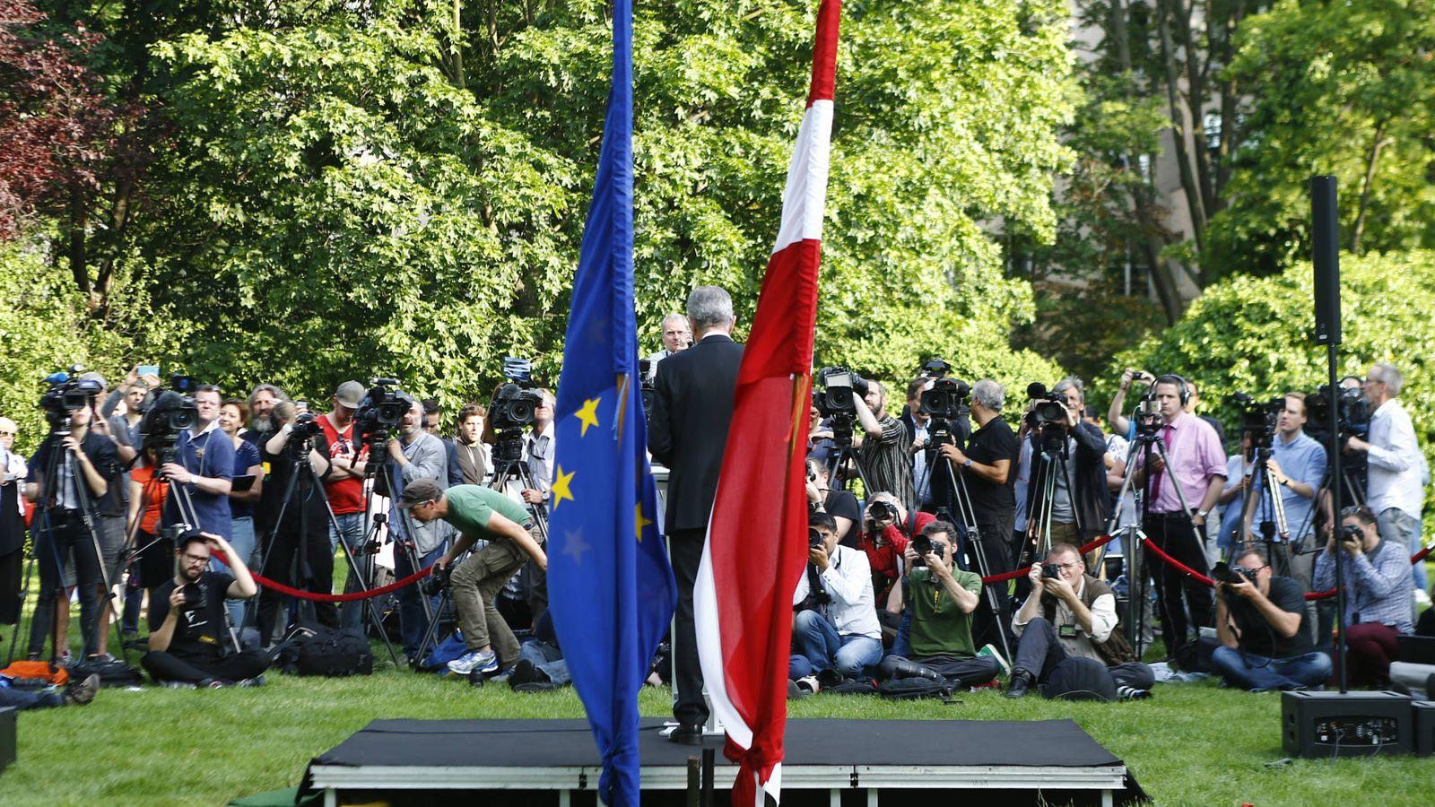 Foto: El ecologista Van der Bellen se dirige a los medios en Viena tras su victoria en las presidenciales de Austria (Reuters).