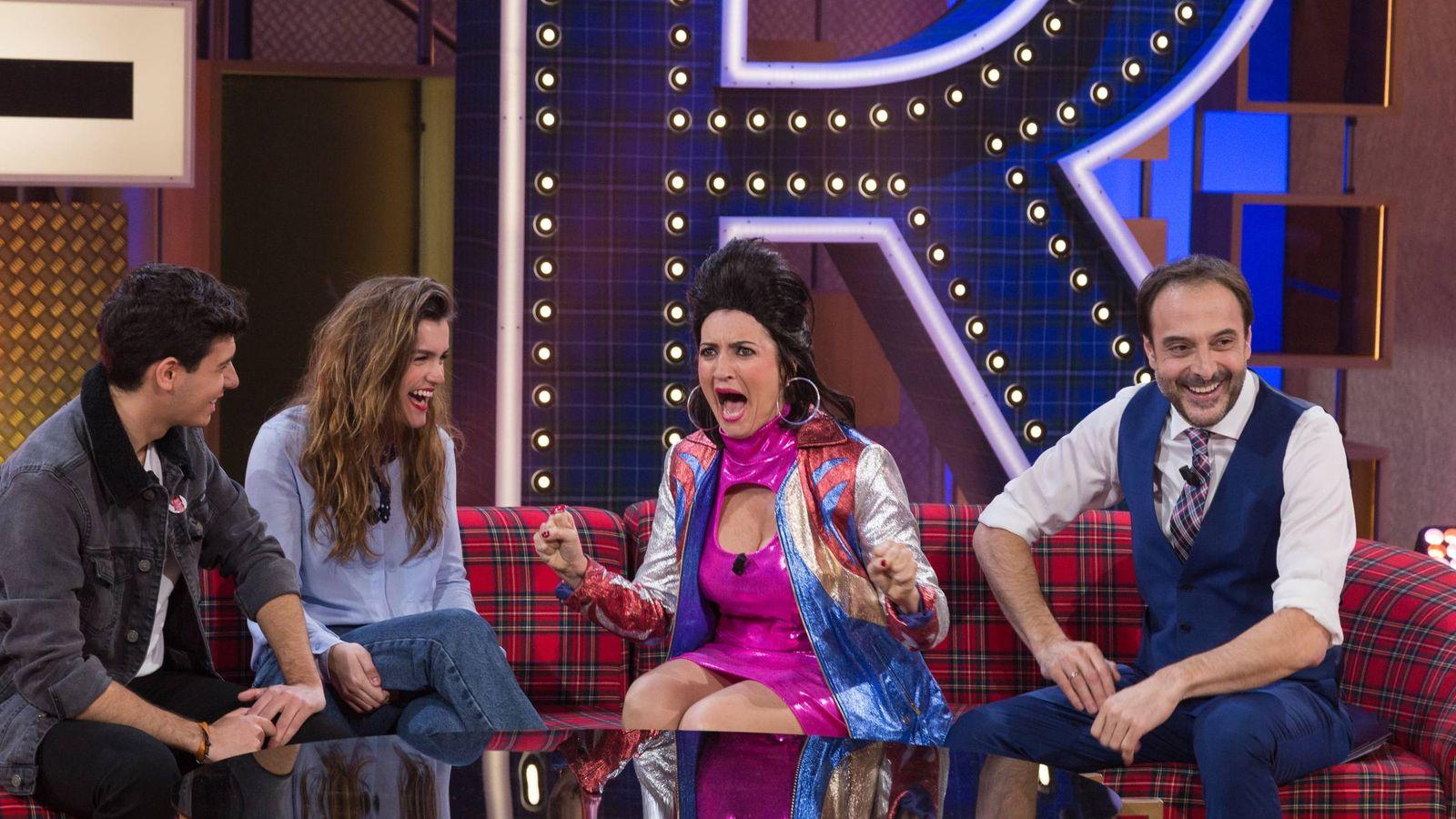 Foto: Amaia y Alfred, junto a Silvia Abril y Roberto Vilar