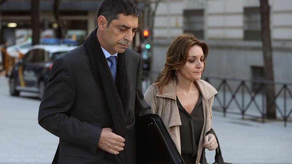 Foto: El mayor de los Mossos Josep Lluis Trapero, a su llegada en abril a la Audiencia Nacional para ser procesado por sedición y organización criminal por el 1-O. (EFE)
