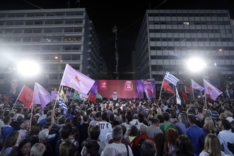 Foto: Votantes de Syriza, durante un mitin de fin de campaña de Alexis Tsipras en Atenas, el 18 de septiembre de 2015. (Reuters)