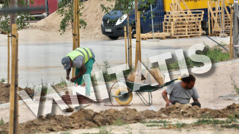 Los obreros trabajan para entregar las casas lo antes posible. (José Martín)