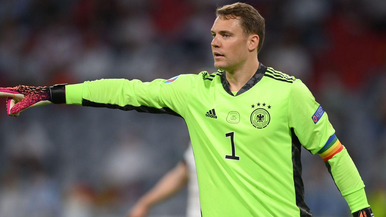 Manuel Neuer, con el brazalete del colectivo LGTBI+. (Reuters)