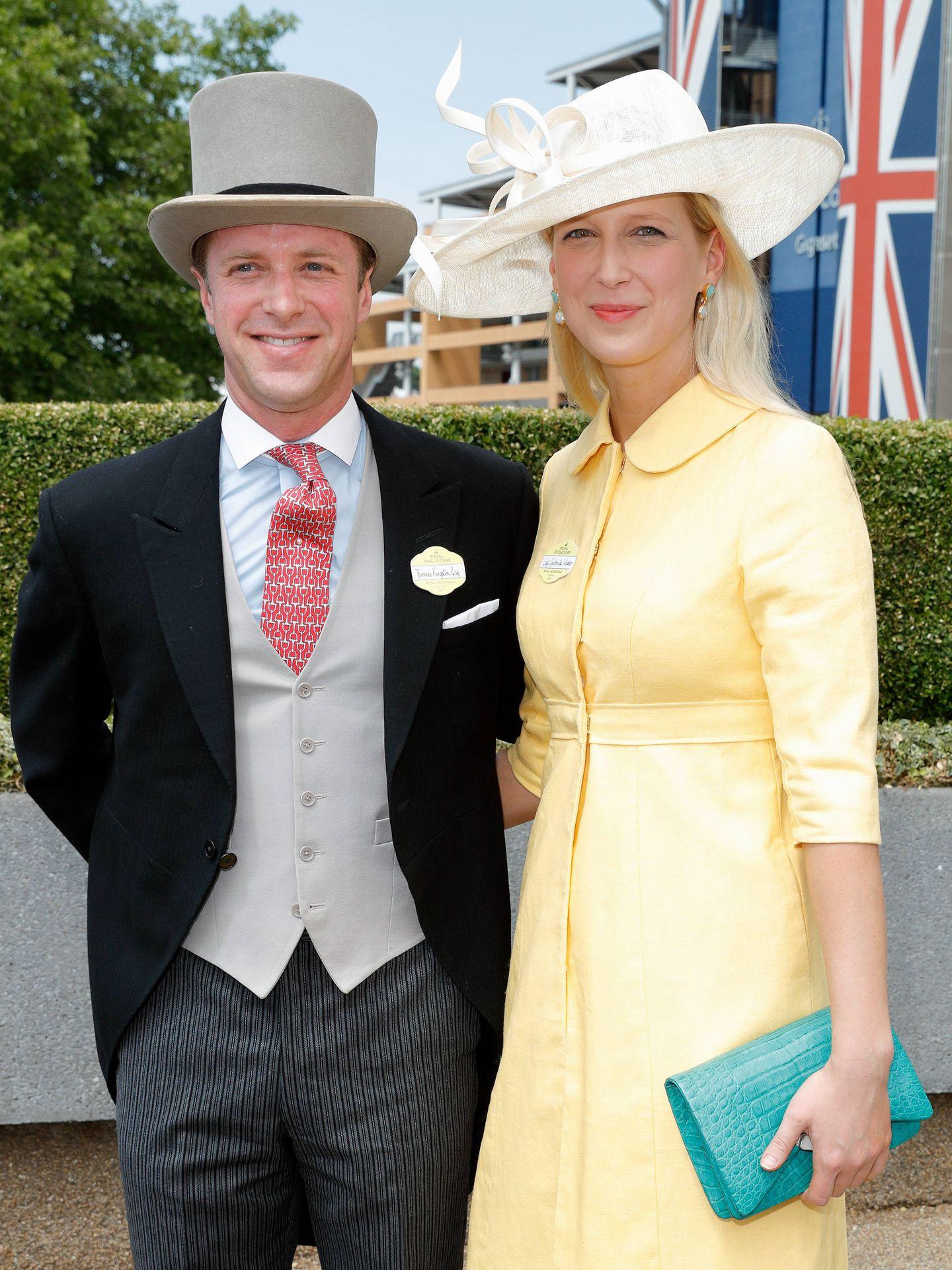 Lady Gabriella Windsor, hija de un primo hermano de la reina Isabel II, y su novio, Thomas Kingston. (Cordon Press)