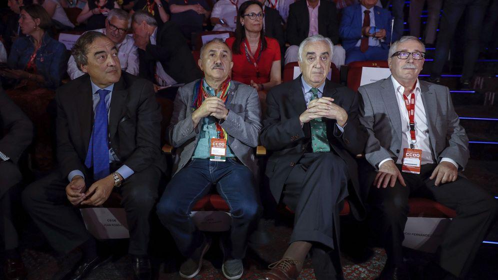 Foto: El presidente de la CEOE, Juan Rosell; el secretario general de UGT, Pepe Álvarez; el presidente del Consejo Económico y Social (CES), Marcos Peña, y el secretario general de CCOO, Ignacio Fernández Toxo. (EFE)