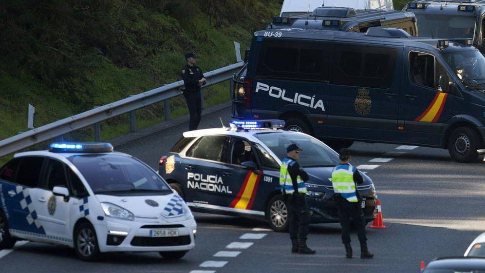 Foto: Agentes de la Policía Local de Vigo y de la Policía Nacional - Archivo. (EFE)