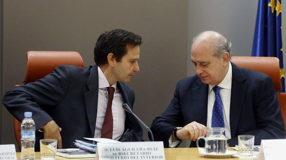 Foto: Luis Aguilera Ruiz (i), exsubsecretario de Estado de Interior, junto al exministro Jorge Fernández Díaz. (EFE)