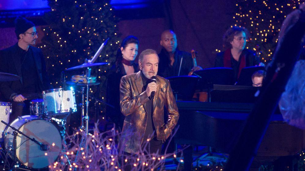 Foto: Neil Diamond, durante la celebración navideña del Rockefeller Center en Manhattan   Foto: Reuters