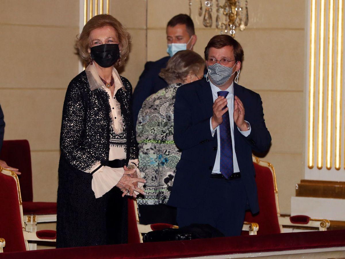 Foto: La reina Sofía, con el alcalde de Madrid. (EFE)