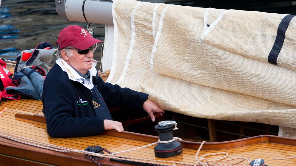 El Rey Juan Carlos estrena velero: sale a navegar con el Bribón XVI en Sanxenxo