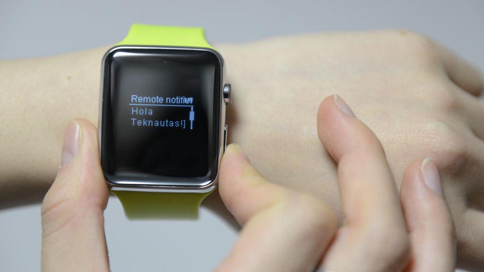 Foto: El D Watch es similar por fuera al reloj de Apple (Foto: Zigor Aldama)