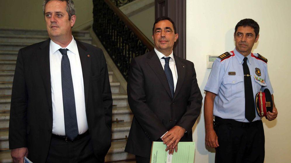 Foto: .- El conseller de Interior, Joaquim Forn (i), el director de los Mossos d'Esquadra, Pere Soler (c) y el Major de los Mossos d'Esquadra, Josep Lluís Trapero. (EFE)
