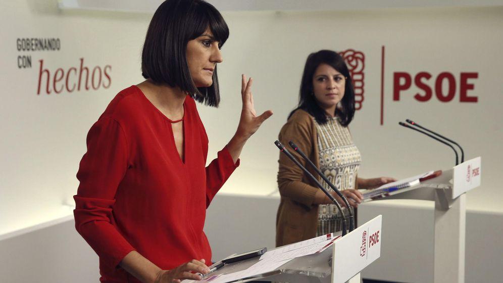 Foto: La portavoz del Comité Electoral del PSOE, María González Veracruz (i), y la vicecoordinadora de este órgano, Adriana Lastra. (EFE)