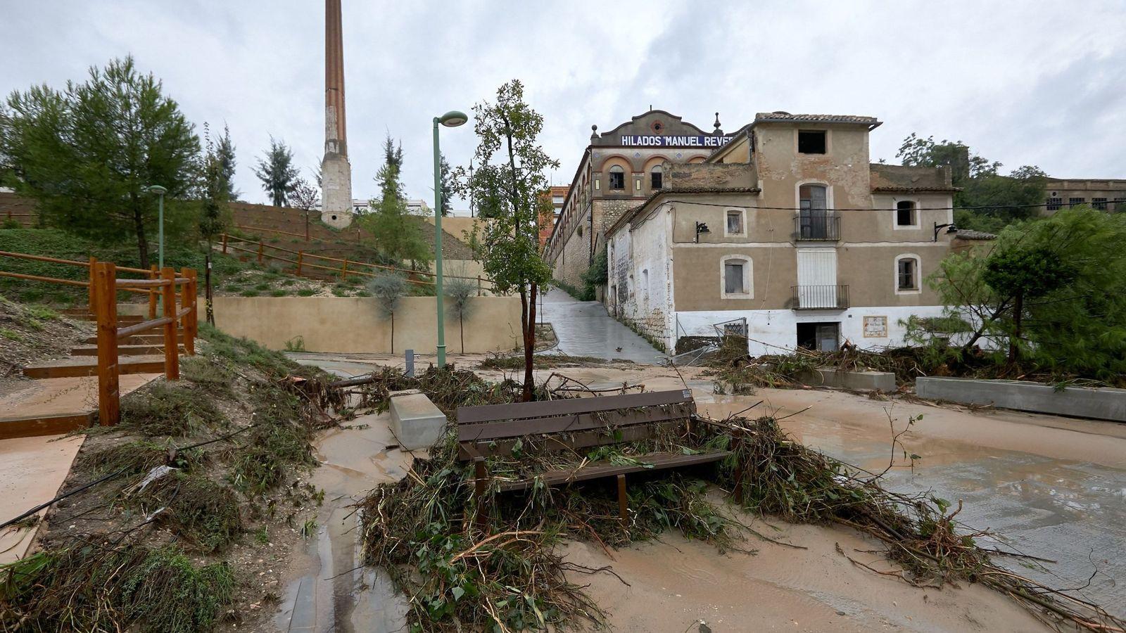 Foto: El río Clariano baja lleno tras las lluvias producidas durante jueves y viernes. (EFE)