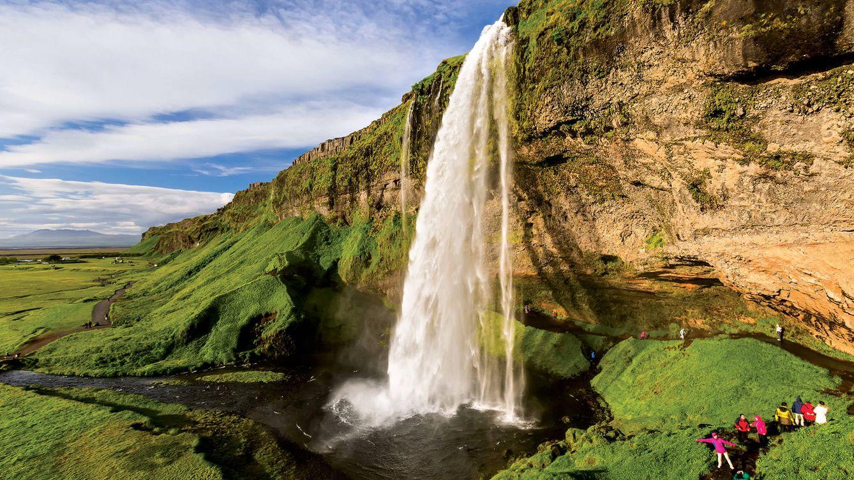 Foto: La cascada de Seljalandsfoss, en Islandia, una de las paradas propuestas en esta selección.