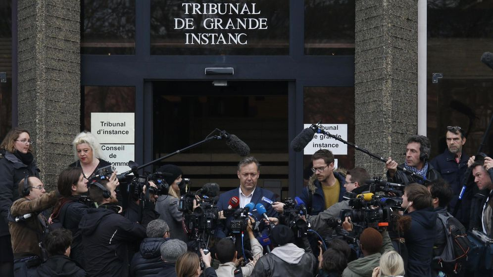 Foto: Karim benzema's lawyer sylvain cormier answers questions to journalists in front of the versailles courthouse, near paris