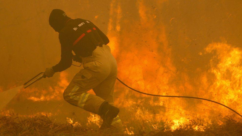Falsas explosiones y cortes de agua: los bulos virales de los incendios de Galicia