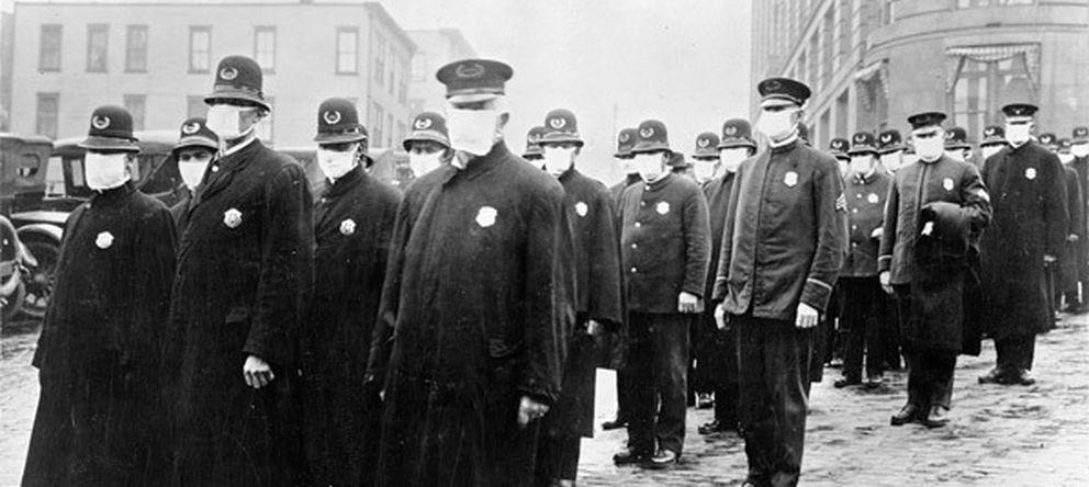 Foto: Policías preparados para actuar en medio de la pandemia. (Wikimedia)