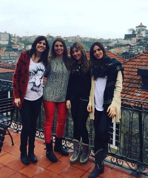 Foto: Sara Carbonero y sus amigas, con Oporto a sus espaldas (Instagram)