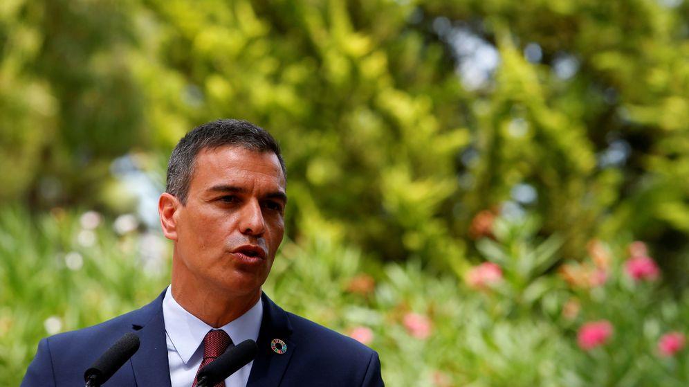 Foto: El presidente del Gobierno, Pedro Sánchez, en Marivent tras su encuentro con el rey. (Reuters)