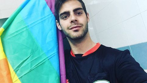 El gol te lo van a meter por el culo: se retira el primer árbitro gay de España