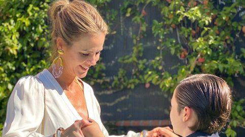 Color tendencia y sandalias de infarto: el look de Amelia Bono en la comunión de su hijo Manu
