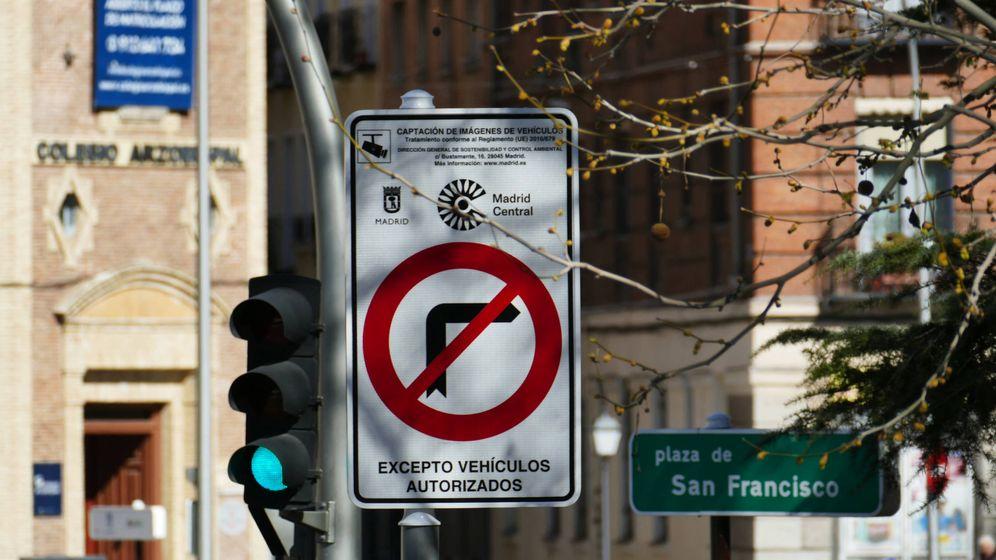 Foto: Los coches no son los únicos culpables de la contaminación. Prohibir su circulación ayuda, pero no soluciona nada.