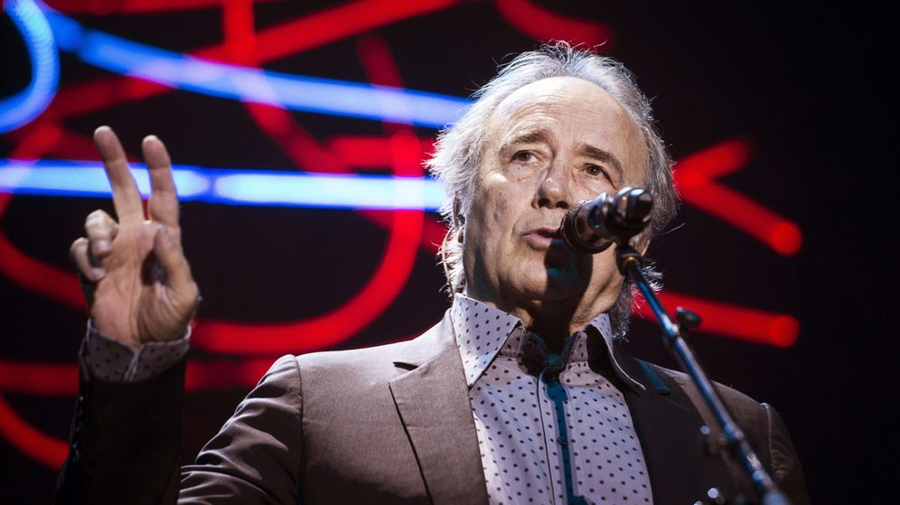 Foto: El cantante Joan Manuel Serrat, durante el concierto que ha ofrecido hoy en el Palacio de Deportes de Madrid