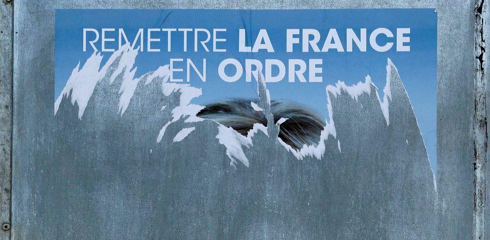Foto: Un cartel electoral del Frente Nacional arrancado en Tulle, Francia, en abril de 2017. (Reuters)