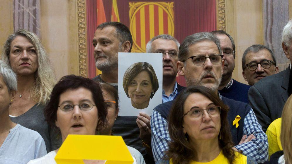 Foto: Homenaje a Forcadell el pasado noviembre en el Parlament. (EFE)