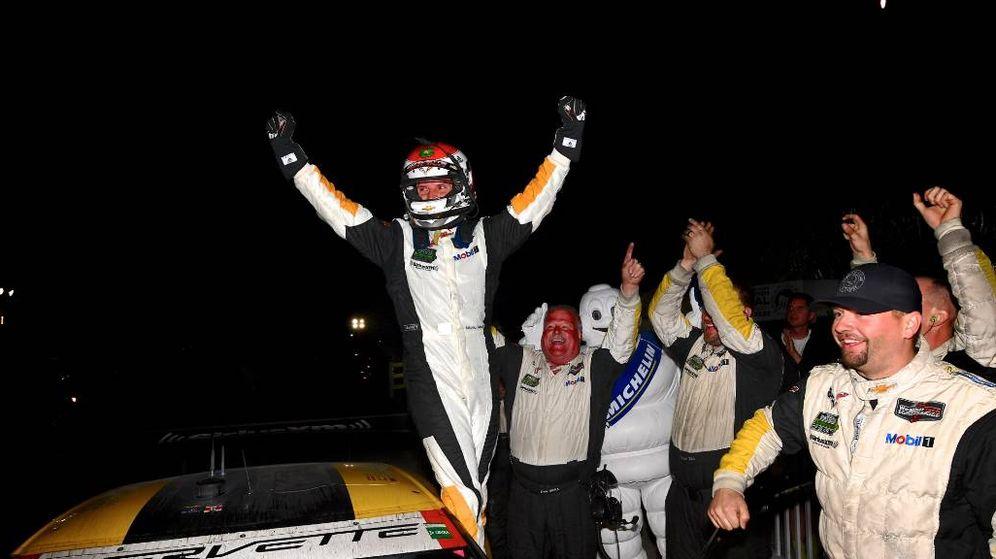Foto: Antonio García celebrando la victoria de Corvette en Sebring. (Foto: Twitter de Michelin Alley)