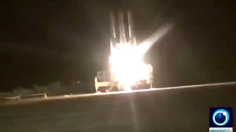 Captura de video cedida por el servicio de televisión estatal iraní Press TV (PTV), que muestra el sistema de misiles tierra-aire 'Khordad-3' de Irán usado por la Guardia revolucionaria de Irán para derribar el dron de EEUU.