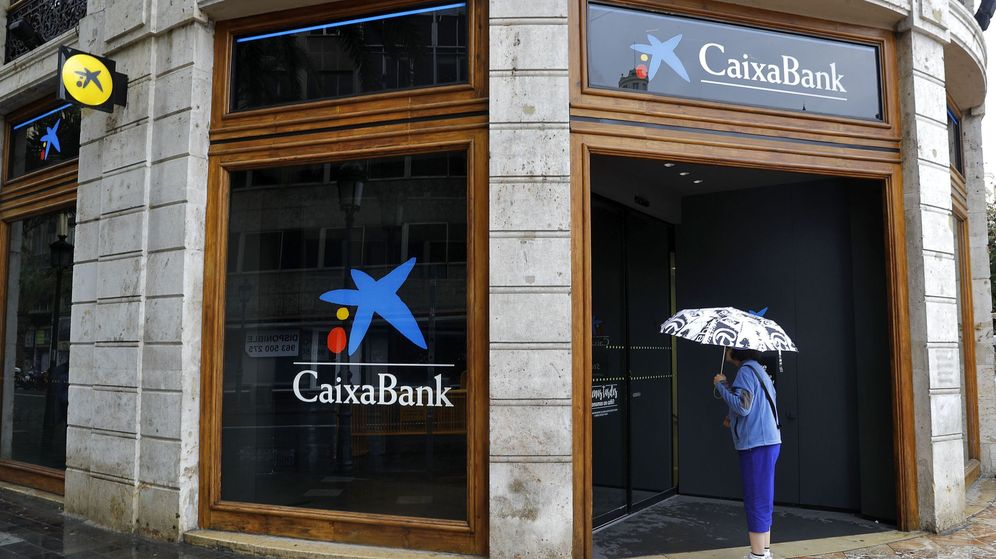 Foto: Sucursal de Caixabank en Valencia. (EFE)