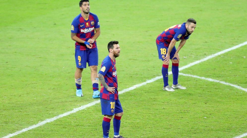 Foto: Luis Suárez (i) jugó los 90 minutos del Barcelona-Atlético de Madrid de la Supercopa de España. (EFE)