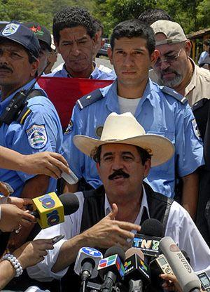 Zelaya insiste y busca rutas para regresar a Honduras