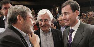 Destacados militantes del PSOE defienden a un Blanco ausente en el acto de Rubalcaba