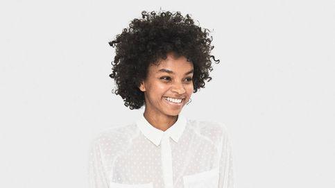 Esta camisa de plumeti de Bershka cuesta 18 euros y te la puedes poner para todo