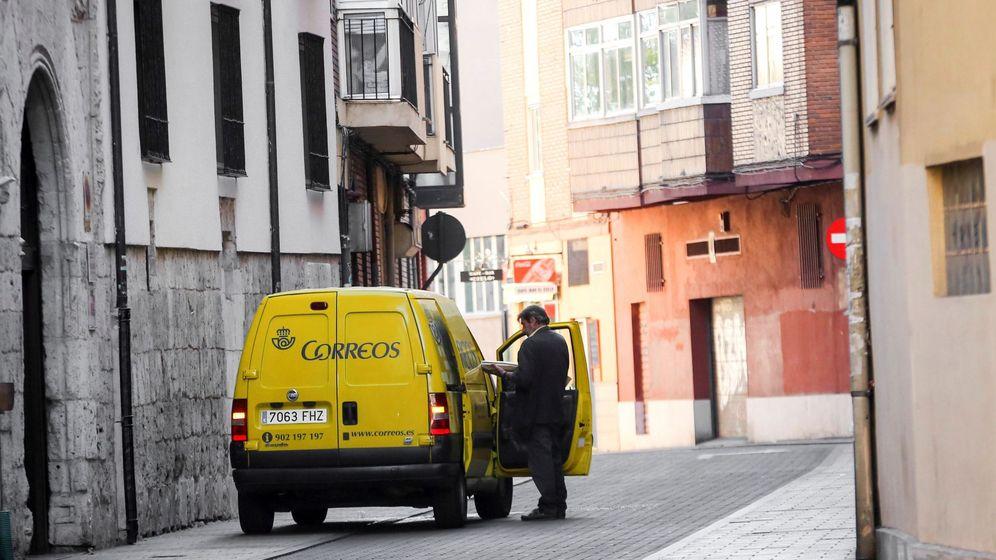 Foto: Imagen de un trabajador de Correos en Valladolid. (EFE)