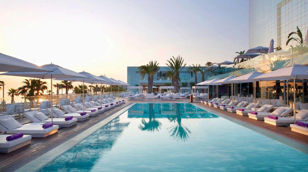 Foto: La piscina y bar-terraza del hotel W Barcelona. (Cortesía)