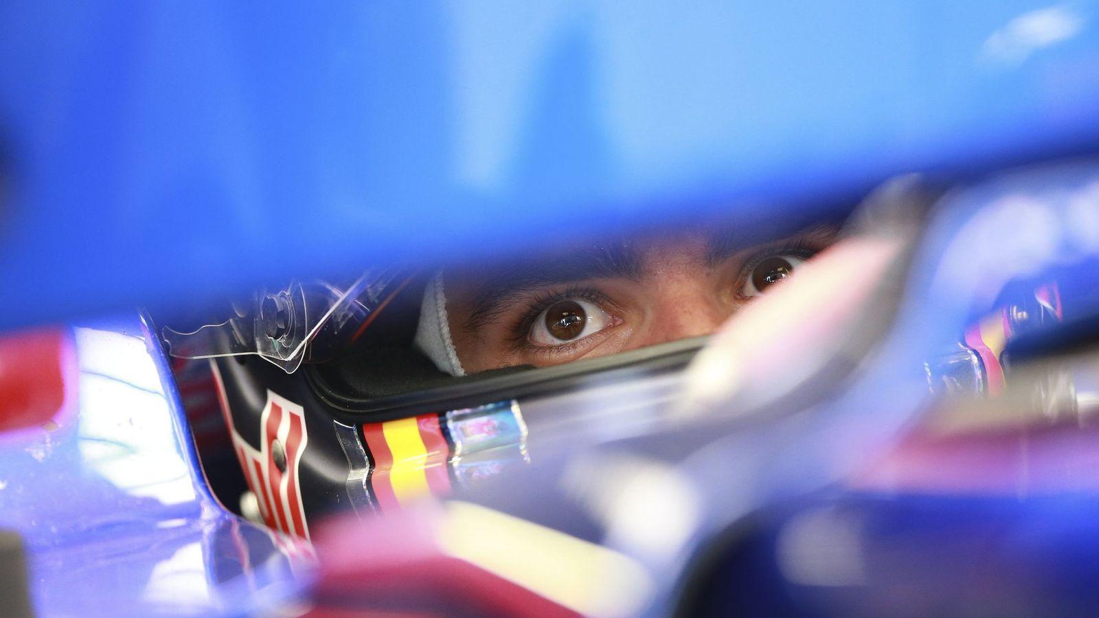 Foto: Sainz, dentro del box en el Gran Premio de Rusia. (EFE)