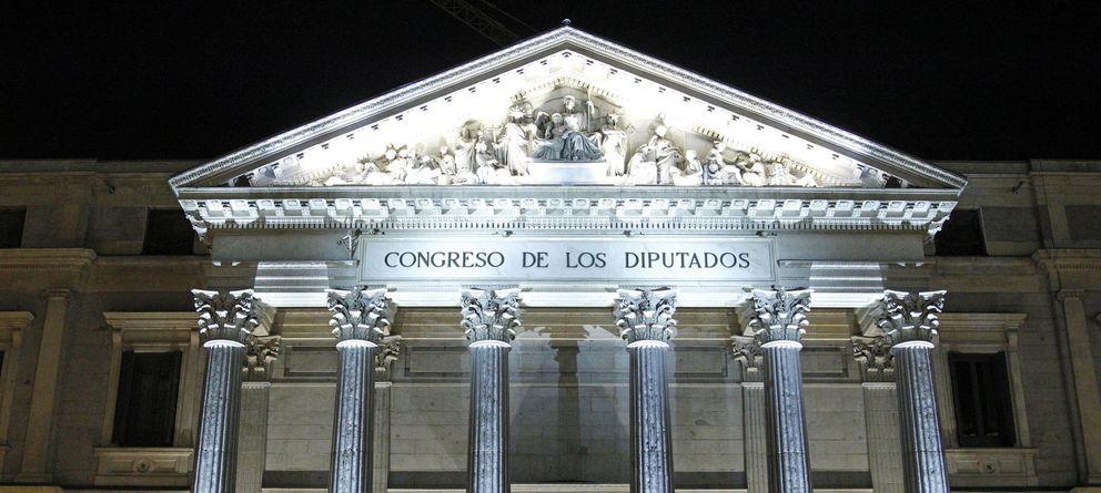 Foto: La Puerta de los Leones del Congreso de los Diputados. (EFE)