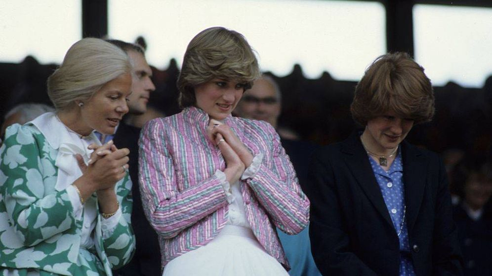 Foto: La duquesa de Kent y Lady Di en Wimbledon en el año 1981. (Getty)