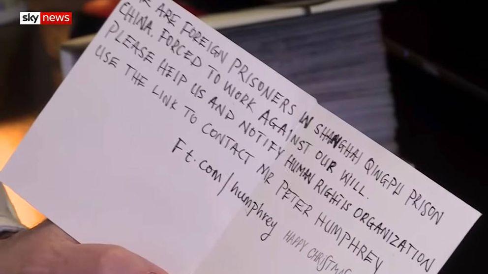 Niña inglesa encuentra un mensaje de SOS en tarjeta navideña hecha en China