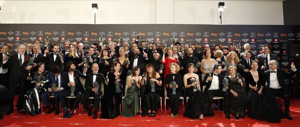 Foto: Foto de los galardonados en la 32ª edición de los Premios Goya. (EFE)