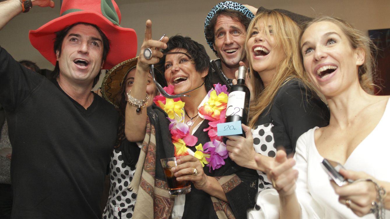 Foto: María Pineda rodeada de sus amigos, en una imagen de archivo (Gtres)
